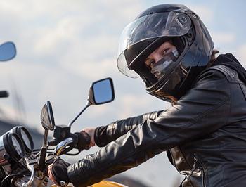 Port du masque à moto